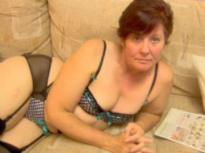 Slutty mature Bristol wife looking for naughty fuck buddies